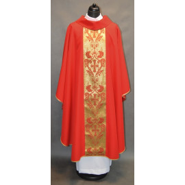 Chasuble with a golden belt - red