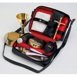 The celebrant's suitcase - Travelling liturgical set