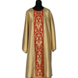 Gold dalmatic with red belt + stole