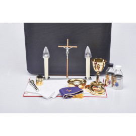 Travel set for a priest - suitcase of a celebrant (1)