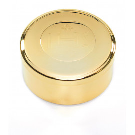 Brass pyx 7,4x4 cm, with inscription IHS, gold-plated (2)